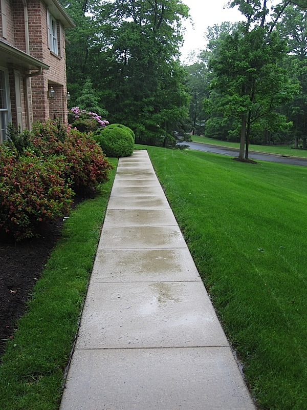 Walkways sidewalks cleaning for Best way to clean concrete